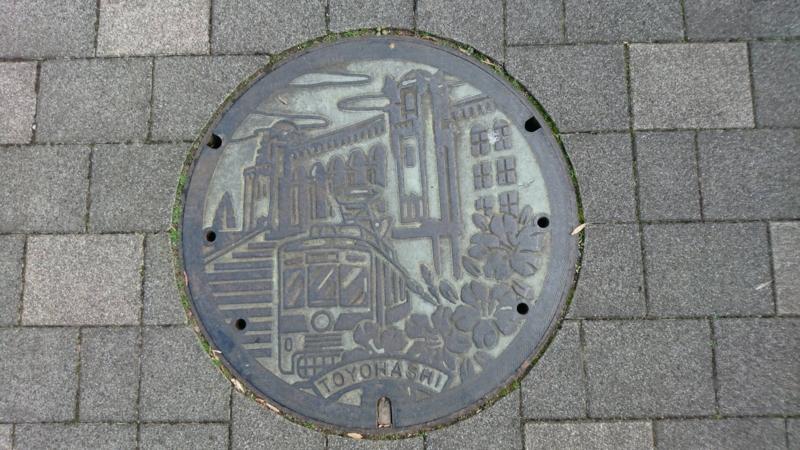 愛知県豊橋市のマンホール(公会堂、市電)