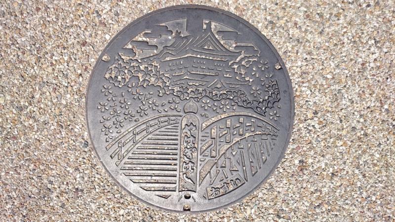 愛知県岡崎市のマンホール(岡崎城、矢作橋)