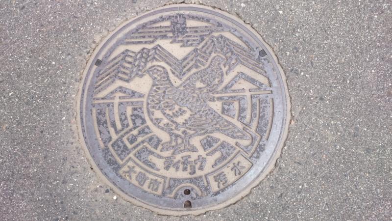 長野県大町市のマンホール(ライチョウ、北アルプス)