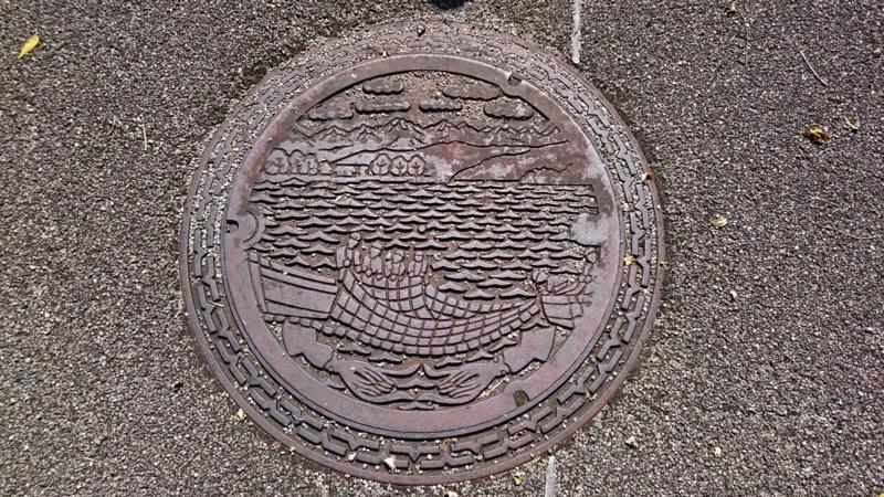 富山県滑川市のマンホール(北アルプス、ホタルイカ漁)