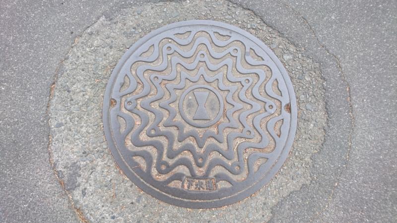 香川県丸亀市のマンホール(旧市章)