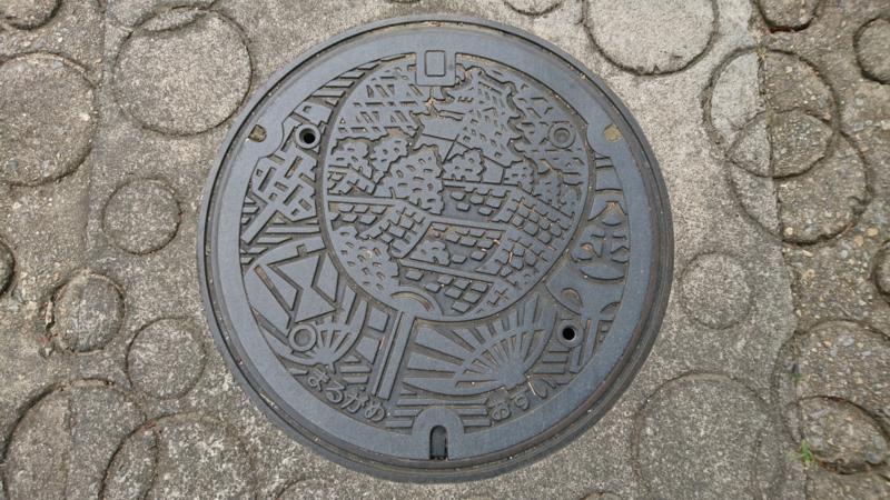 香川県丸亀市のマンホール(うちわ、丸亀城)