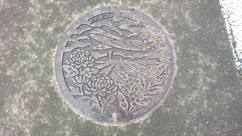 香川県高松市のマンホール(旧香南町、高松空港、キク、モクセイ)