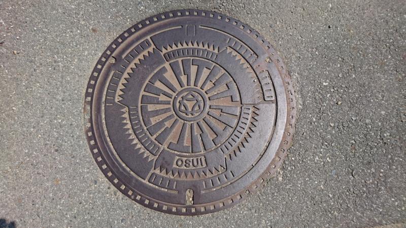 兵庫県三木市のマンホール(のこぎり、金づち)