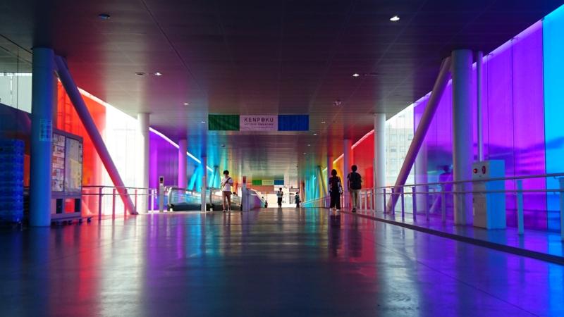 [A-04]ダニエル・ビュレン/回廊の中で:この場所のための4つの虹 ー KENPOKU ART 2016のために