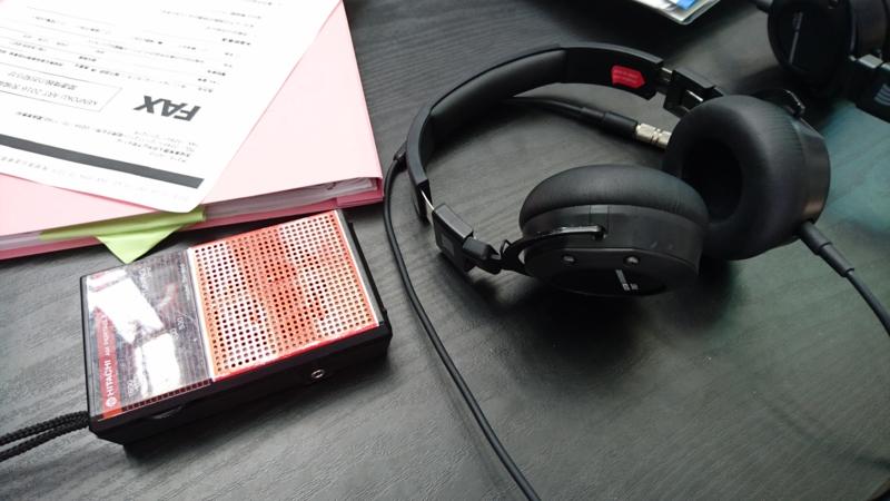 ラジオとヘッドフォン