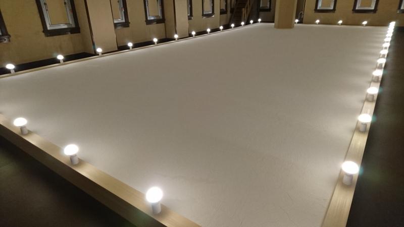 真っ白な床