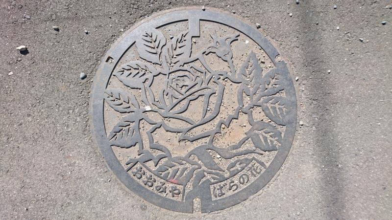 茨城県常陸大宮市のマンホール(バラ)
