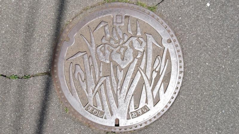 長野県諏訪市のマンホール(あやめ)