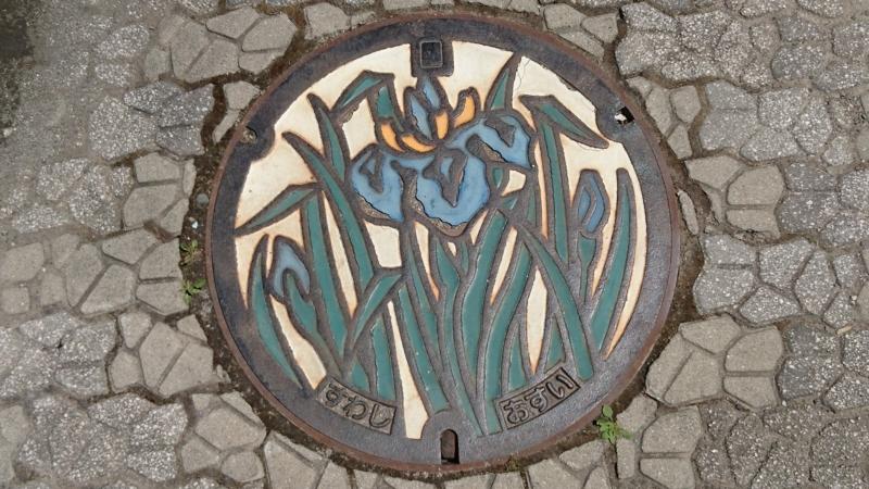 長野県諏訪市のマンホール(あやめ)[カラー]