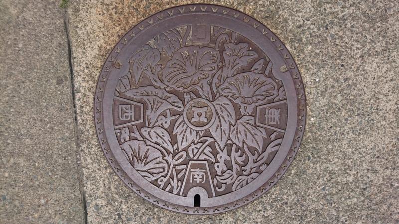 石川県白山市(旧松任市)のマンホール(あさがお)