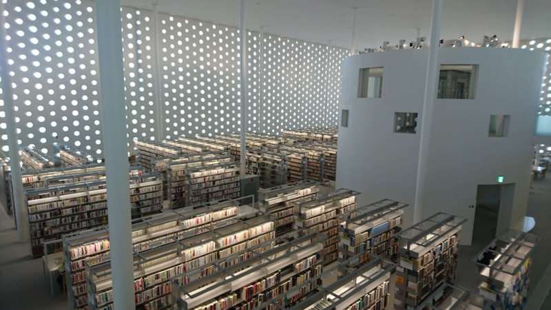 上から見た海みらい図書館内部