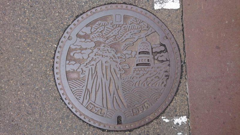 石川県珠洲市のマンホール(禄剛埼灯台、見付島)