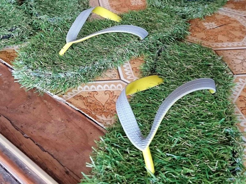 芝生風のサンダル