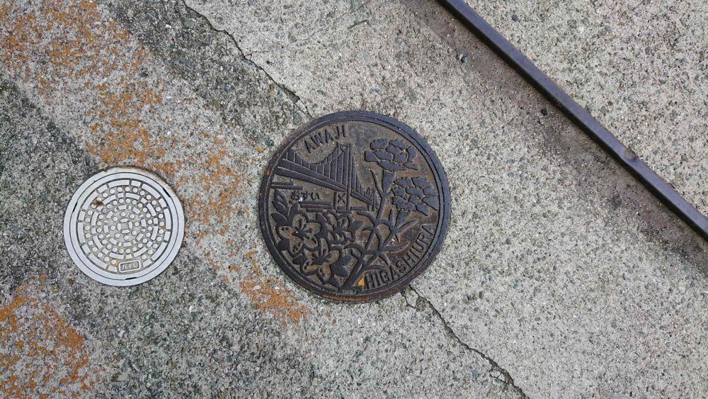 兵庫県淡路市のハンドホール(旧淡路町、ツツジ、カーネーション、明石海峡大橋)