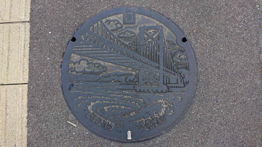 徳島県鳴門市のマンホール(大鳴門橋、渦潮)