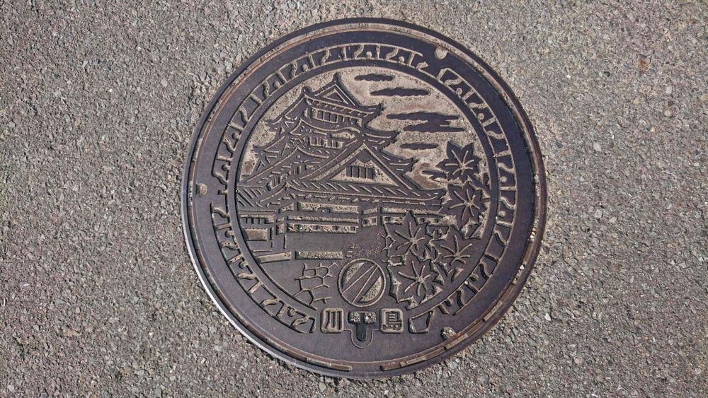 徳島県吉野川市のマンホール(旧川島町、川島城)