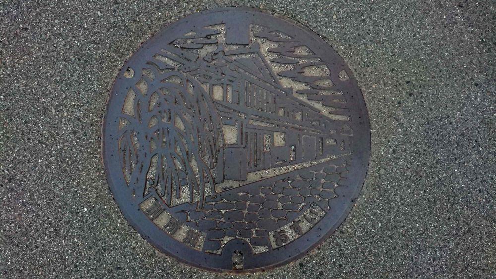 徳島県美馬市のマンホール(旧脇町、うだつの町並み)