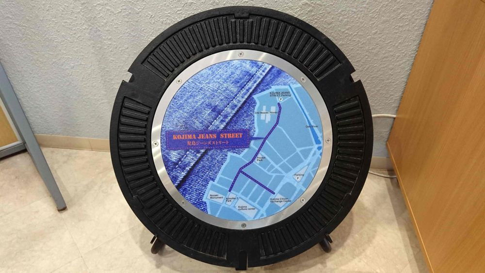 岡山県倉敷市のマンホール(児島ジーンズストリートの地図)