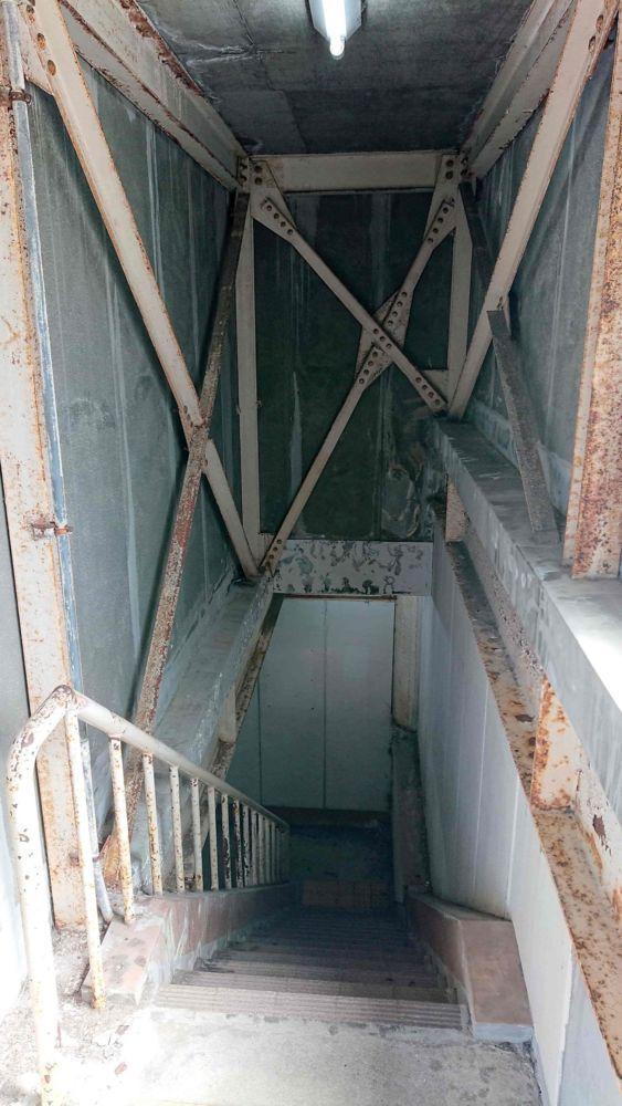 岩屋ポートパーキングの階段