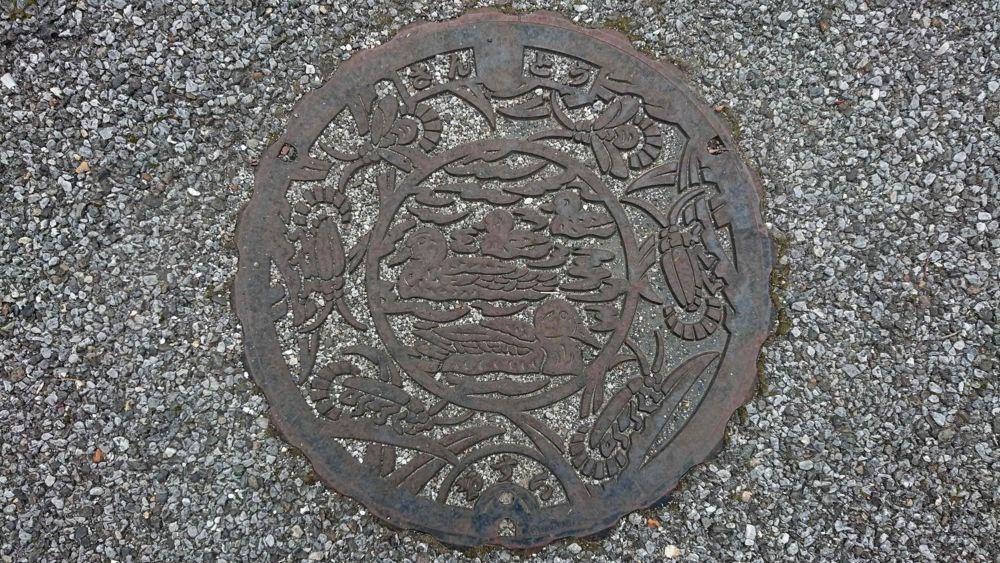 滋賀県米原市のマンホール(旧山東町、三島池のマガモ、ゲンジボタル)