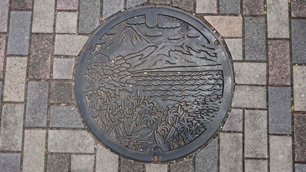 静岡県沼津市のマンホール(はまゆう、千本松原、富士山)