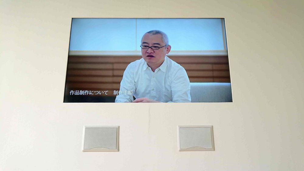 作品資料室の須田悦弘氏インタビュー映像