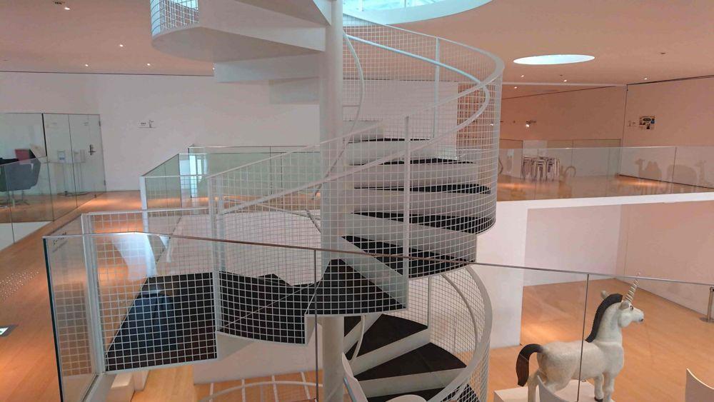 横須賀美術館の螺旋階段
