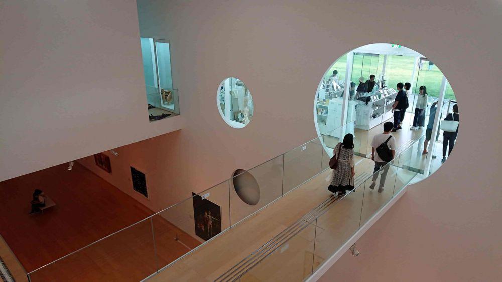 横須賀美術館の渡り廊下