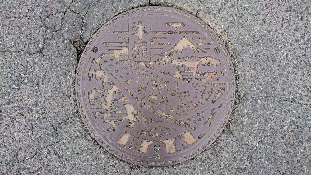 茨城県潮来市のマンホール(旧牛堀町、富嶽三十六景「常州牛堀」)