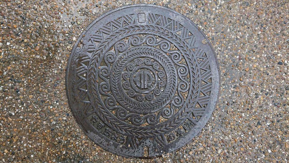 滋賀県野洲市のマンホール(旧野洲町、銅鐸の模様)