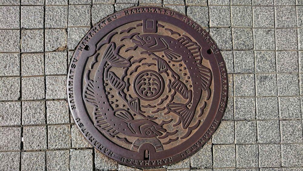 静岡県浜松市のマンホール(旧浜松市、サケ、水泡)