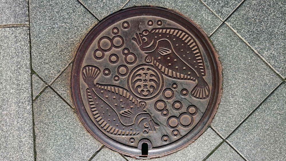 静岡県浜松市のマンホール(旧浜松市、ヒラメ、水泡)