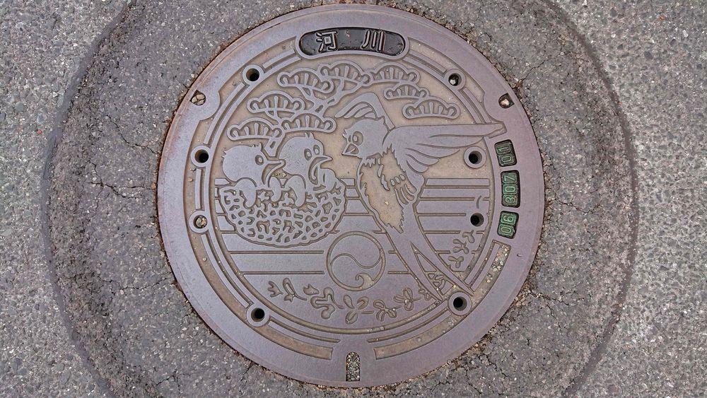 静岡県浜松市のマンホール(ツバメ、マツ、ハギ)