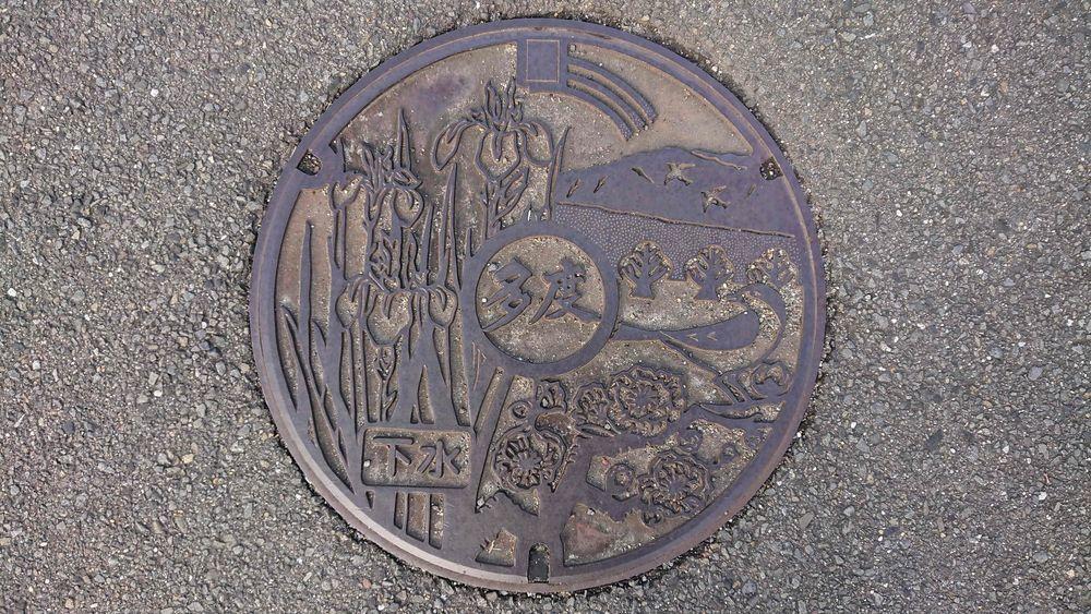 三重県桑名市のマンホール(旧多度町、アヤメ、ウメ、ウグイス)