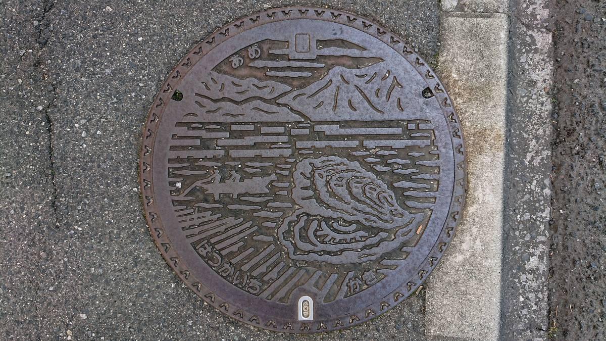 広島県廿日市市のマンホール(牡蠣)
