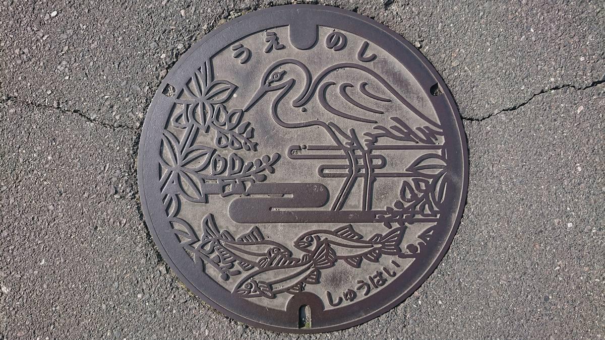 三重県伊賀市のマンホール(旧上野市、ハギ、シラサギ、木津川のアマゴ)