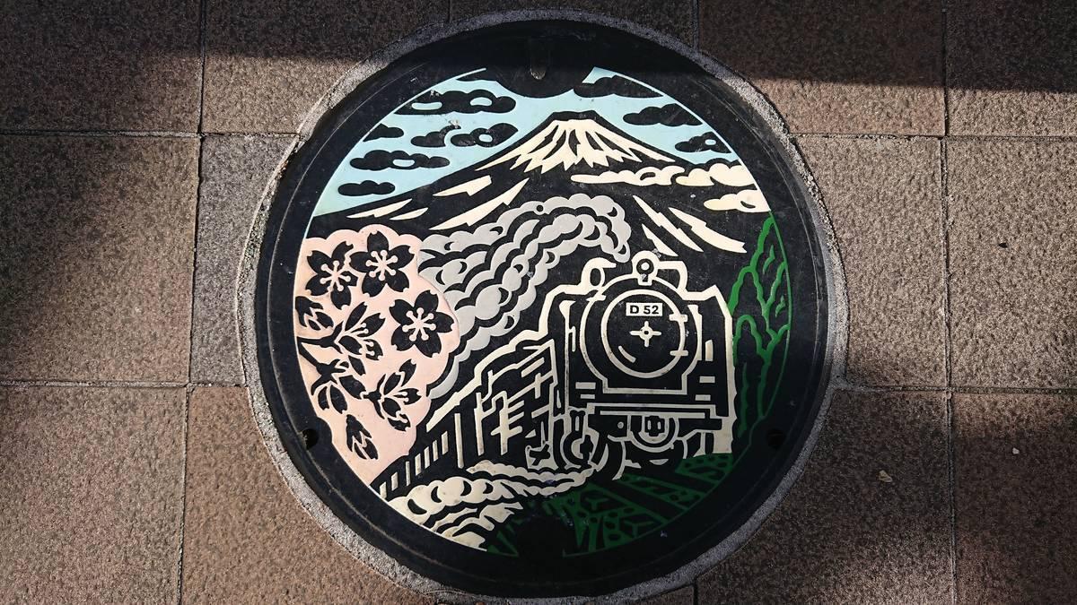 静岡県御殿場市のマンホール(富士山、SL D52、フジザクラ)[カラー]