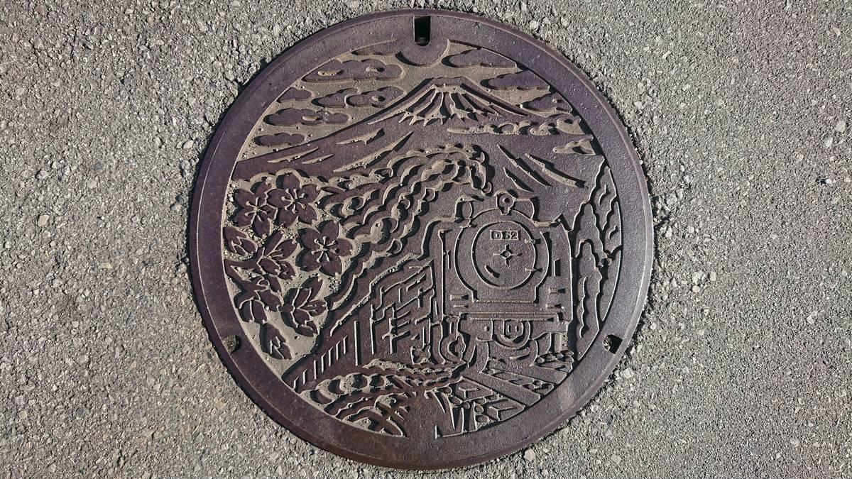 静岡県御殿場市のマンホール(富士山、SL D52、フジザクラ)