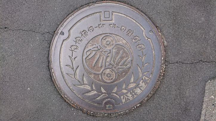 長野県北安曇郡池田町のマンホール(てるてる坊主、ラベンダー)