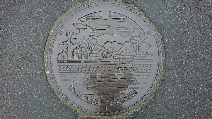山形県西村山郡河北町のマンホール(紅花資料館)