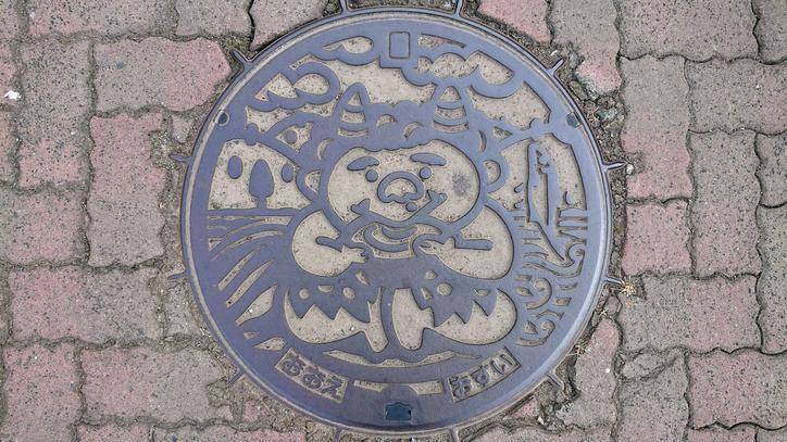 京都府福知山市のマンホール(旧大江町、大江山の酒呑童子、鮎)