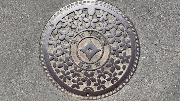 長野県伊那市のマンホール(旧高遠町、タカトオコヒガンザクラ)