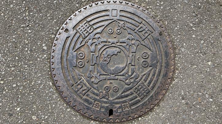 石川県鹿島郡中能登町のマンホール(旧鹿西町、おにぎりくん、おむすびちゃん)