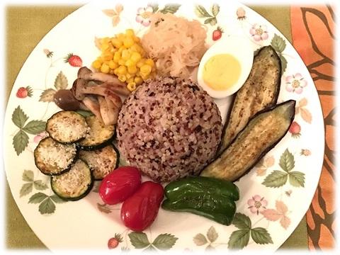 雑穀米とキヌアのライス 野菜をたっぷり添えて ティカマサラカレー