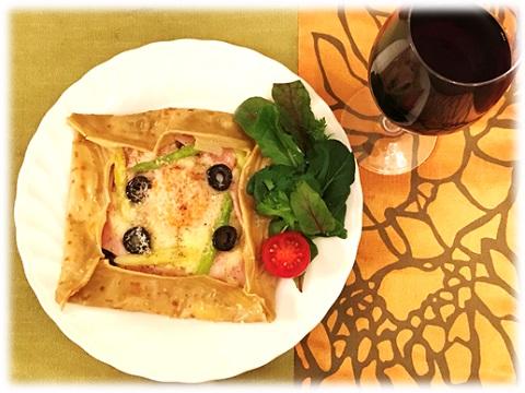 キヌアのガレットと赤ワイン