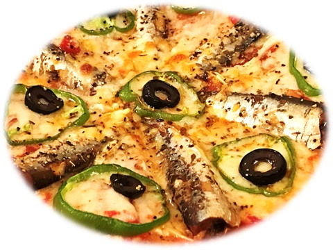 焼き立てのオイルサーディンピザ