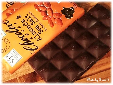 Chocolove,  Almonds & Sea Salt in Dark Chocolate パッケージの中身