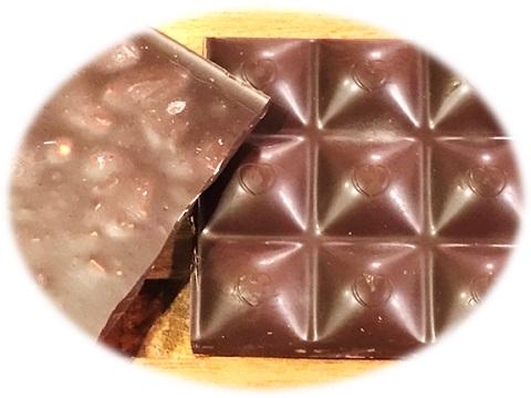 チョコレートの表と裏側 Chocolove アーモンド&シーソルトダークチョコレート