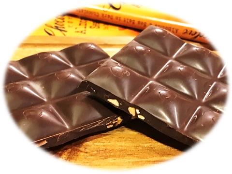 Chocolove,  Almonds & Sea Salt in Dark Chocolate カットした断面